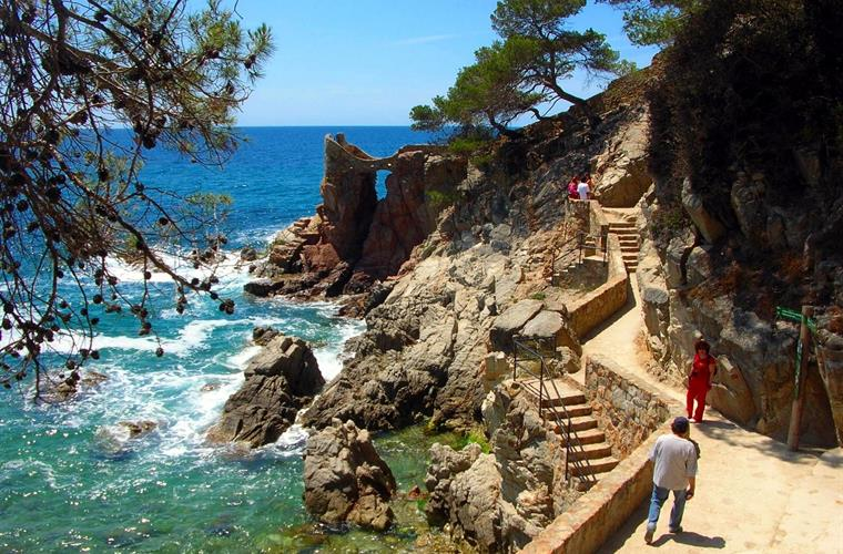 The famous Camino de Ronda trail starts at your doorstep