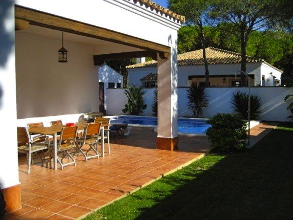 Entrepinos 1, Front garden and terrace