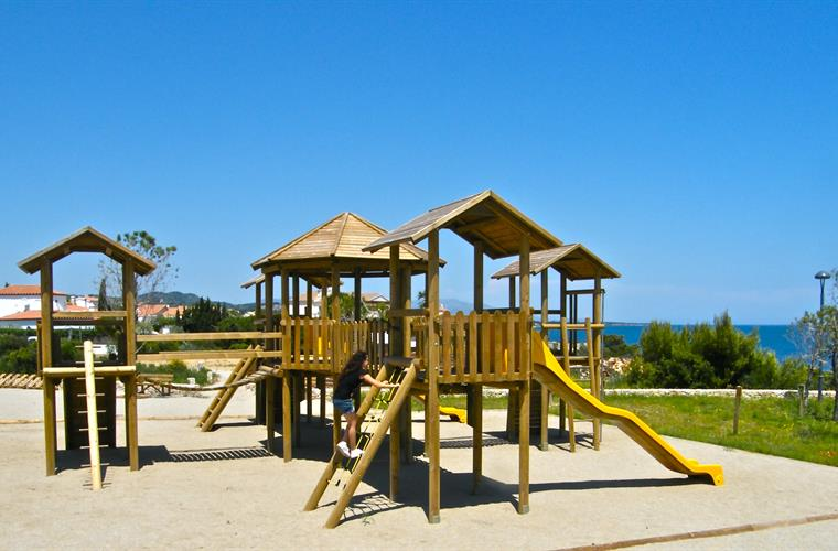 Wonderful playground with seaviews just 200 meters from the villa