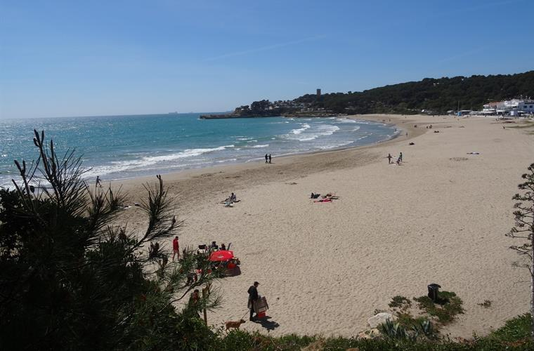 Beach la Mora 2-3 minutes walk from villa