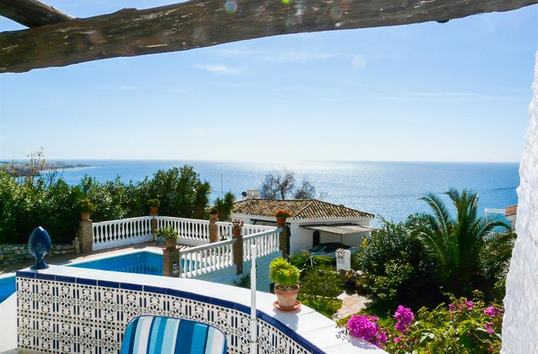 The fantastic Sea view from the high terrace over pool and garden