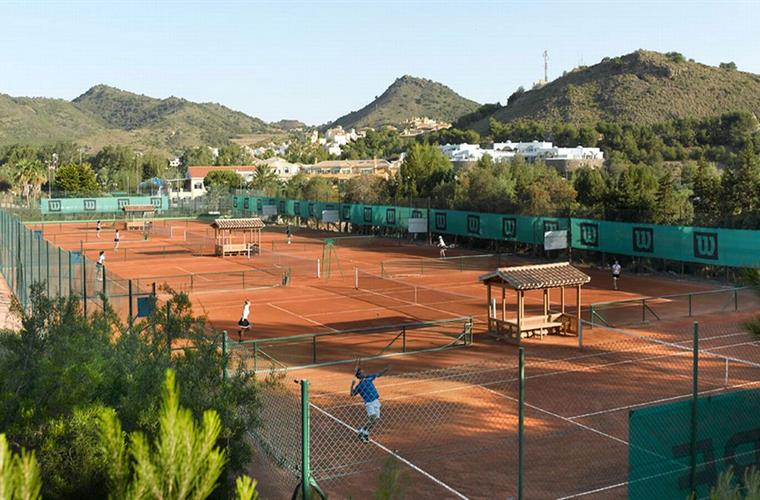 Tennis centre with 28 courts and tennis-academy