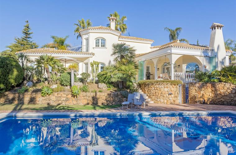 Spectacular villa in a gated 24 Hour guarded urbanisation.