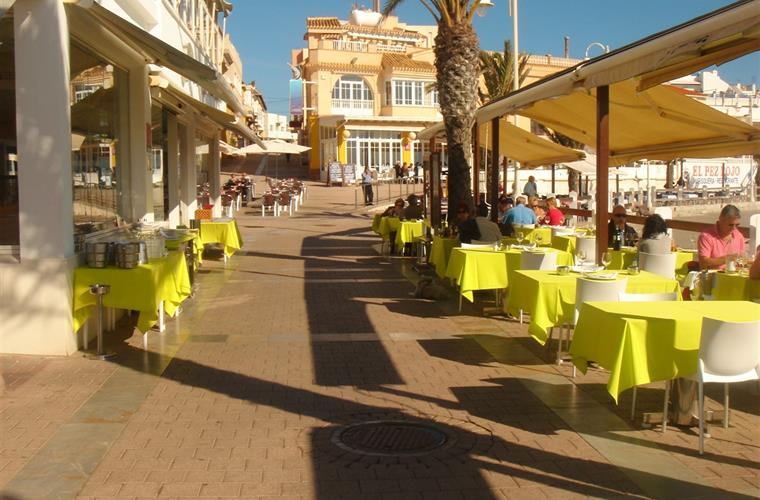 Waterside dining at Cabo de Palos in November