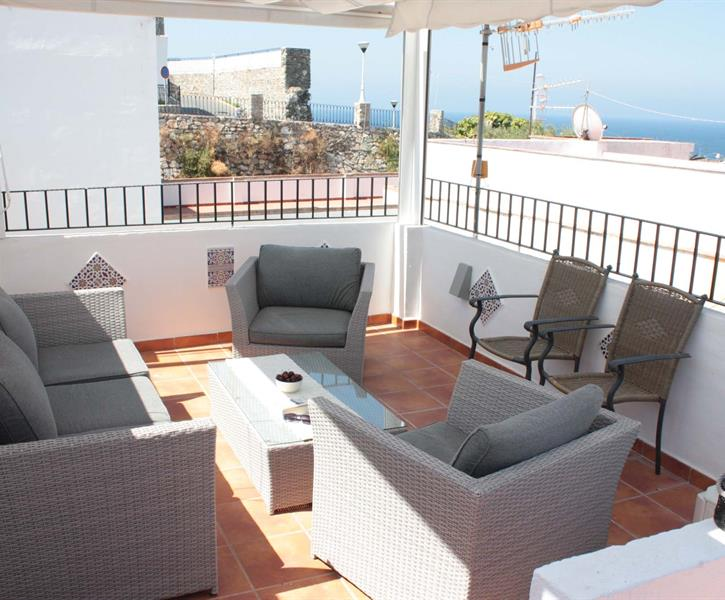 Great seating area, views of the castle and the Mediterranean Sea