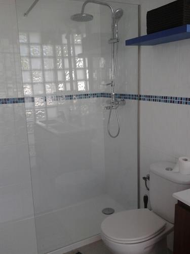 Walk in shower in onsuite bathroom
