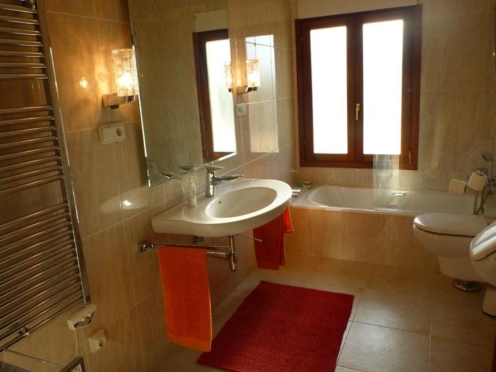 Fab en suite bathroom