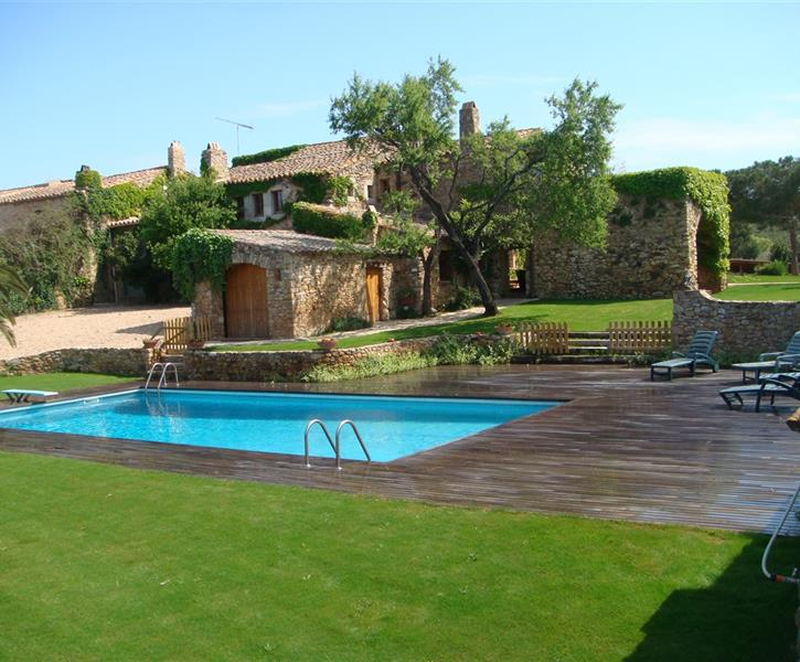 Large pool (12x6 meters), West side of the house
