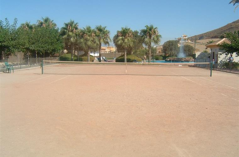 Free tennis on the Mazarron Country Club. At least 3 courts.