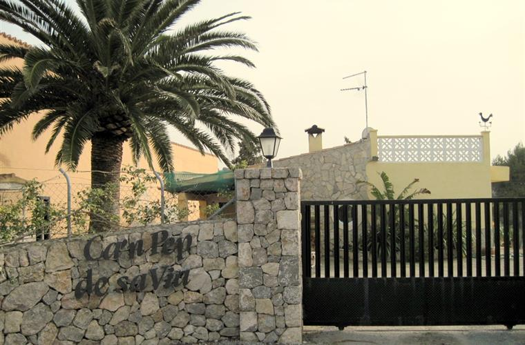 the entrance of the finca