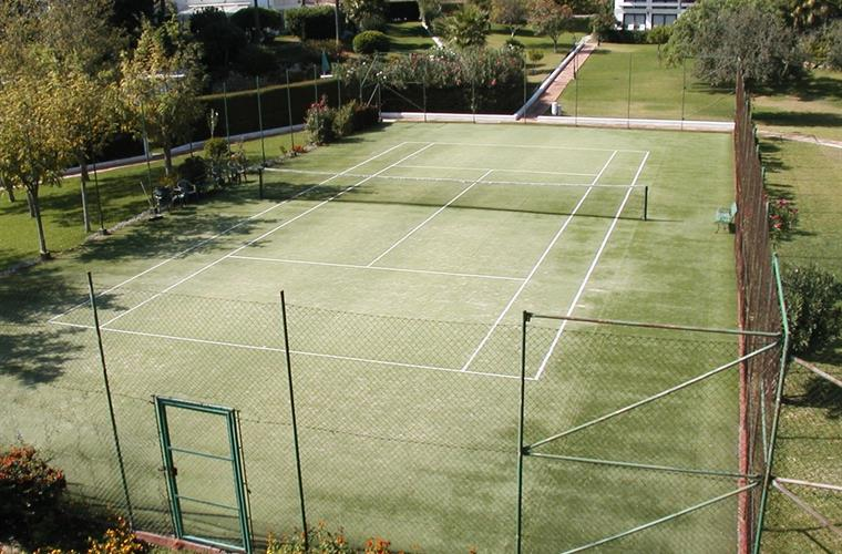 Community Tennis court 150 mt.