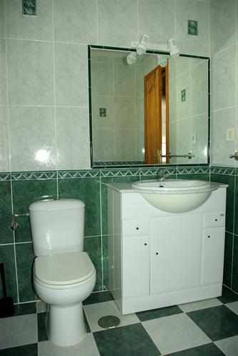 Second ensuite bathroom