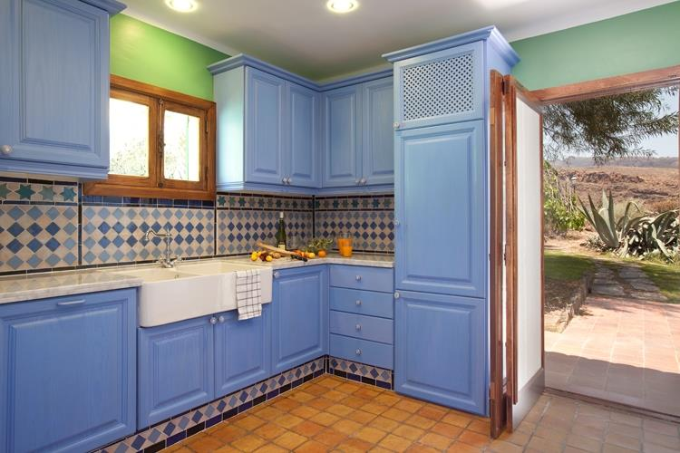 Precious kitchen with access to the garden