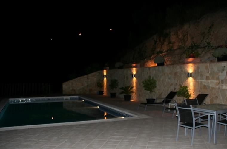 swimmingpool by night