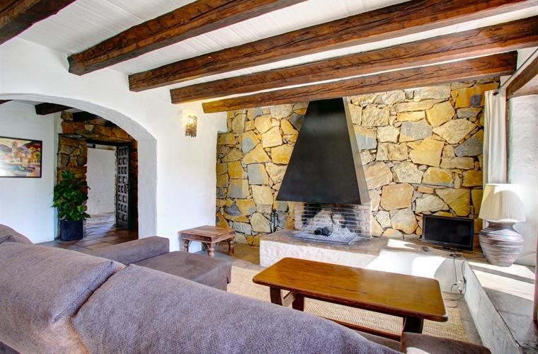 Sitting room, with chimney and stone walls