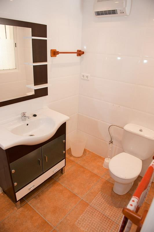 One of the villa's 4 bathrooms