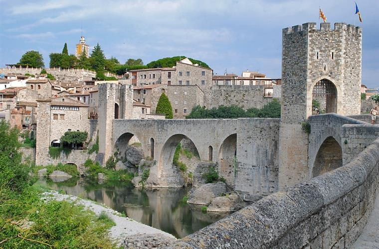 Besalu, medieval village at 7 km. from the house.