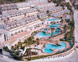 Resort showing pool complex
