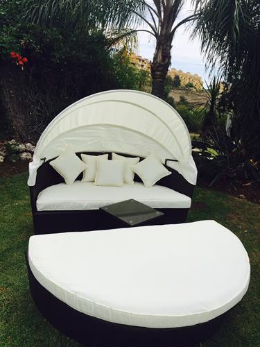 4 seater garden love bed